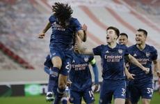 Sao tân binh lập siêu phẩm, Arsenal thắng tưng bừng Europa League