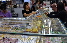 Giá vàng hôm nay 12-3: Vàng trang sức rớt giá mạnh