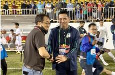 HAGL đánh bại Topenland Bình Định, trợ lý HLV Park Hang-seo chúc mừng Kiatisak