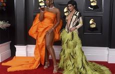 Lễ trao Giải Grammy: Những bộ đầm hở bạo, kỳ quái trên thảm đỏ
