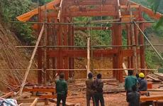 Giúp hàng xóm dựng nhà, người đàn ông bị cột gỗ đè tử vong