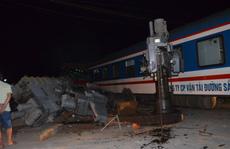 Tàu hỏa tông xe đầu kéo, đường sắt tê liệt hơn 6 giờ