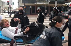 Mỹ: Vô cớ đánh bà cụ 76 tuổi, gã đàn ông nhận 'cái kết đắng'