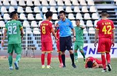 Cần Thơ cấm 2 trận với thủ môn ăn mừng khiêu khích trọng tài 'nổi tiếng thế giới'