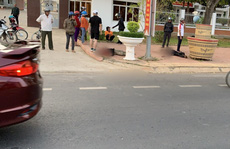 Một người chết, 1 bị thương trước cổng UBND huyện