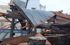 Sét đánh 1 người chết, lốc làm hàng chục nhà tốc mái ở Lâm Đồng