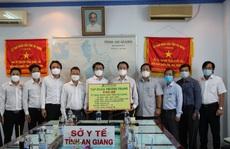 Tập đoàn Phương Trang trao tặng hàng loạt thiết bị y tế đến tỉnh An Giang