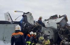 Máy bay Nga rơi và gãy làm đôi, 15 người thiệt mạng