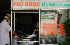 TP HCM: Bán mang về ế ẩm, hàng quán tại quận 7 chờ ngày phục vụ tại chỗ