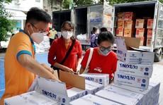 Tặng 7.800 túi an sinh cho người lao động khó khăn
