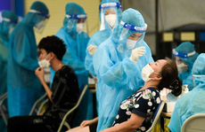 Ngày 15-10, thêm 918 người khỏi bệnh, tiêm hơn 1,3 triệu liều vắc-xin