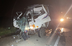 2 người chết kẹt trong cabin xe tải sau cú tông vào xe đầu kéo