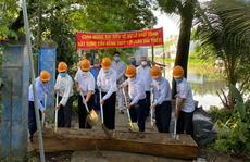 Agribank chi nhánh huyện Cờ Đỏ ủng hộ kinh phí xây dựng cầu kênh Thủy Lợi