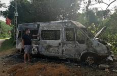 Ôtô 16 chỗ bốc cháy bất thường trong đêm, nghi bị đốt