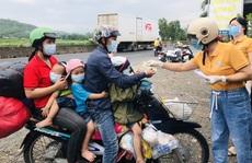 Tình người Phú Yên tại điểm dừng chân cho người dân về quê