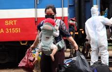 Chùm ảnh: Chuyến tàu 'đặc biệt' đưa 700 công dân Quảng Bình hồi hương