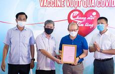 HLV Park Hang-seo ủng hộ quỹ mua vắc-xin ngừa Covid-19