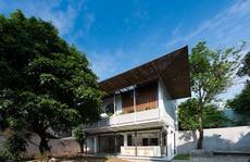 Ngôi nhà đương đại giao hòa với thiên nhiên