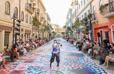 Sàn diễn thời trang vô cực Địa Trung Hải đẹp ngất ngây của Fashion Voyage #3
