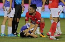 'Đốn' gãy chân Hùng Dũng, Hoàng Thịnh bị phạt 40 triệu đồng và cấm thi đấu hết năm 2021