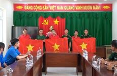 Tặng 1.500 cờ Tổ quốc cho quân, dân biên giới ở Long An