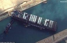 Chủ siêu tàu mắc kẹt ở kênh đào Suez đang chờ 'trời giúp'