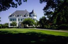 Phó Tổng thống Harris khó chịu vì chưa thể dọn vào dinh thự riêng