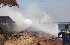 Bình Phước: Cháy kho chứa gỗ trong khuôn viên Chi cục Hải quan Hoàng Diệu