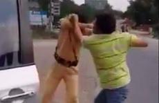 Sau va chạm giao thông, người đàn ông đấm 2 CSGT chảy máu mặt