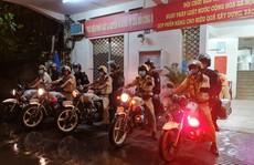 CSGT TP HCM 'đội mưa' ra quân lúc 0 giờ!