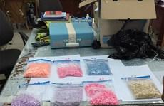 Nam tài xế Grab tường trình bị 'bom hàng' hơn 1.000 viên ma túy tổng hợp