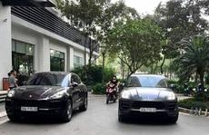 Hai xe sang Porsche cùng biển số 'chạm mặt nhau' tại đô thị cao cấp ở Hà Nội