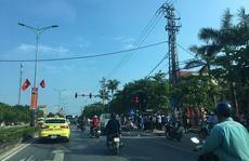 Đứng chờ đèn đỏ, 1 phụ nữ bị ôtô tông chết