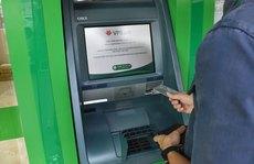 Thời của thẻ ATM gắn chip
