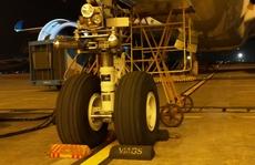 'Siêu máy bay' được phát hiện rách lốp sau hành trình Tân Sơn Nhất - Nội Bài
