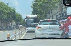 Tài xế ô tô khách 'liều lĩnh' chạy ngược chiều ở con đường đông nhất Biên Hòa