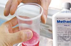 Tưởng Methadone là nước giải khát, nam sinh uống xong rơi vào hôn mê