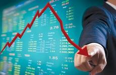 Chứng khoán giảm 'sốc', nhà đầu tư bán tháo