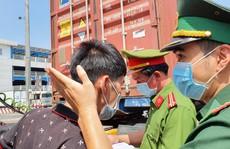 Toàn cảnh CSGT cùng cảnh sát hình sự, ma túy 'chốt chặn' ở  cảng Phú Hữu