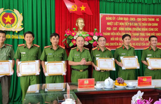 """CLIP: Bắt nhanh tội phạm nguy hiểm, công an ở Kiên Giang được Công an Bình Dương thưởng """"nóng"""""""