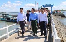 Bí thư Thành ủy Nguyễn Văn Nên và các chuyên gia khảo sát tại Cần Giờ