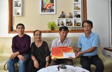 'Mai Vàng nhân ái' thăm nhà văn, nhà nghiên cứu Phan Chính