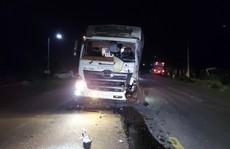 Xe tải lao thẳng vào xe khách, hàng chục người bị thương, la hét trong hoảng loạn