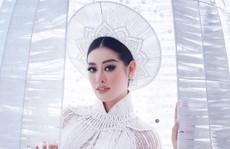 Khánh Vân giới thiệu áo dài dự thi Hoa hậu Hoàn vũ, cư dân mạng hỏi 'sao giống thần điêu?'