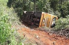 Xe khách lao xuống vực, 22 người thoát nạn