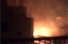 CLIP: Khói lửa bao trùm khu dân cư ở quận Gò Vấp (TP HCM) lúc rạng sáng