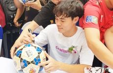 HLV Kiatisak ngạc nhiên với dấu ấn khởi nghiệp của Văn Toàn