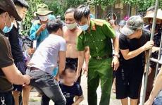 2 chiến sĩ công an cùng 2 người dân lao xuống sông cứu nam sinh tự tử