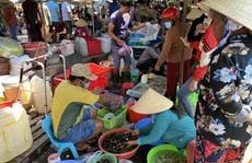 Du khách đổ về Bà Rịa - Vũng Tàu ăn hải sản, giá cả tăng vọt
