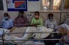 Ấn Độ: Số ca nhiễm lại tăng 'sốc', người đào mộ chạy đua với thời gian